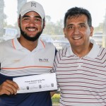 Negrini recebe de Padula premio do Nearest to the Pin