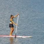 Roberta faz Stand up Paddle