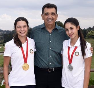 Antonio Carlos Padula com a dupla campea Giovanna e Maria Bethania Fernandez, do Paraguai 328