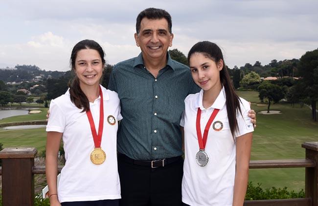 Antonio Carlos Padula com a dupla campea Giovanna e Maria Bethania Fernandez, do Paraguai 650