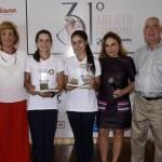 Trofeu Pee Wee para dupla Paraguai Giovanna e Maria Bethania com Camila Nardi, Beth Buny, Adelina Souza e Edson Santos