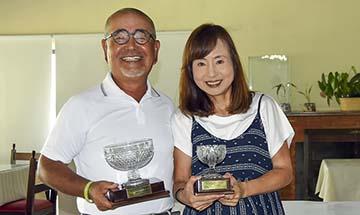 Hideaki e Yoko Iijima com seus trofeus360
