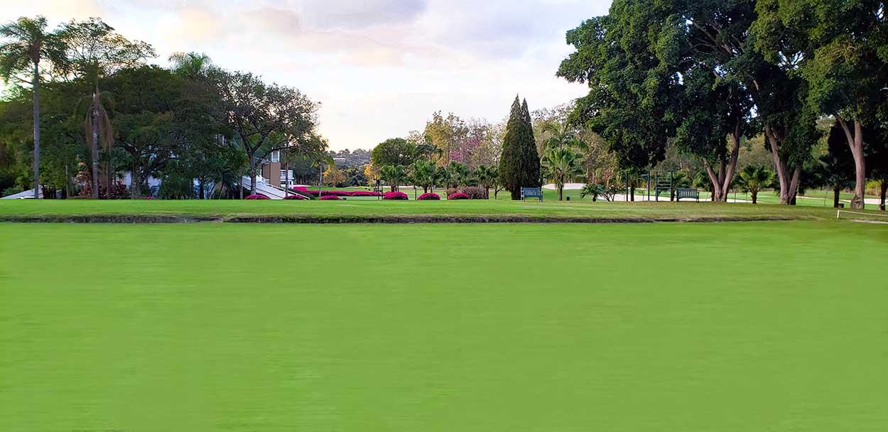 A nova banca do green do 15 (no alto), a conclusão das obras do putting green (no centro) e a terraplanagem do platô superior do driving range (acima): TSJGC pronto para brilhar na reabertura do golfe. Fotos: divulgação