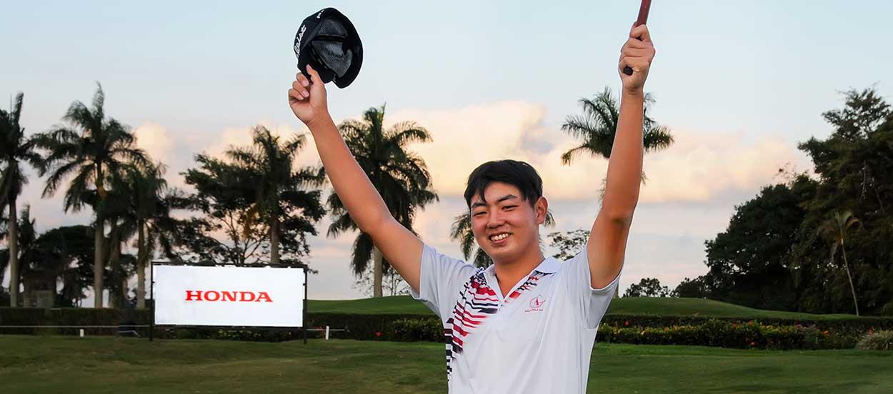 Choi comemora birdie no 18 e o bicampeonato. Fotos: Thias Pastor/F2 Assessoria